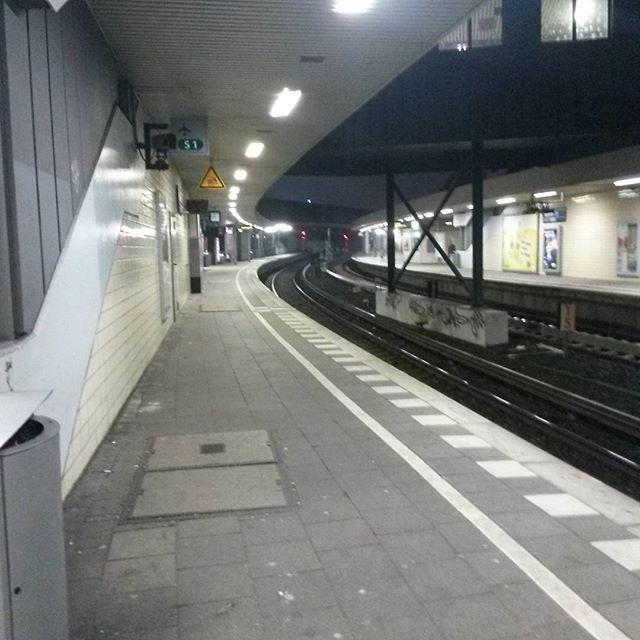 20 Uhr am Berlin Tor #hamburg #ubahn #sbahn