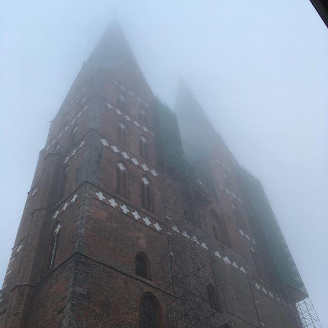 Lübecker Kirche im Nebel #nebel #bchl17 #kirche