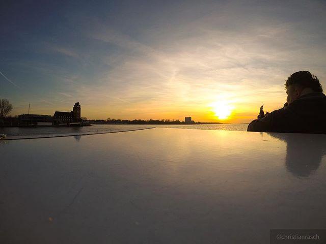 Richtung Sonnenuntergang #sonnenuntergang #elbe #hh #hamburg #sonne #hh_lieben