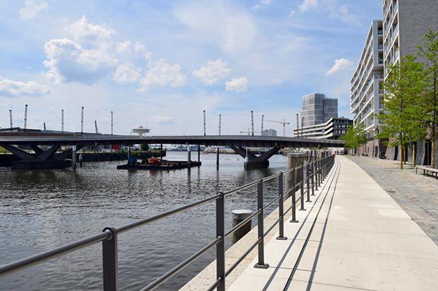 Sicht auf die Baakenbrücke in Hamburg. #baakenbrücke #elbe #wasser #baakenhafen #hafen #hamburg #hh_lieben