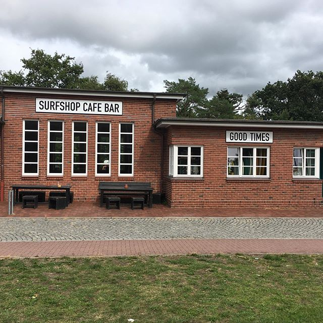 Eben eine nettes cooles Café entdeckt, am Bahnhof Bad Sankt Peter Ording. #coffee #cafe # surfen #nf_lieben #nf #spo #bahnhof