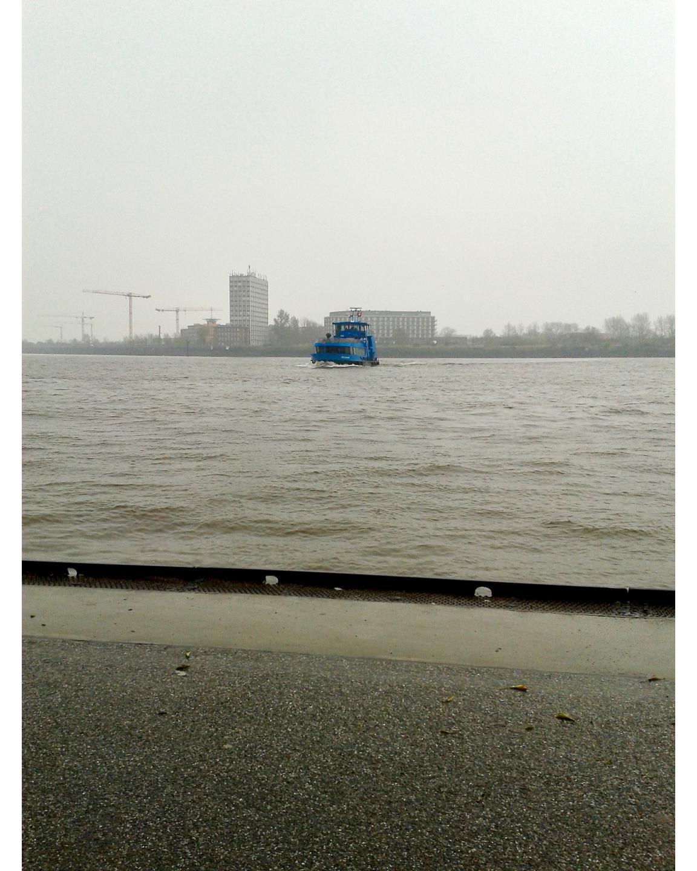 Eine Fähre aus dem Jahr 2014 im April, damals war es regnerisch und ungemütlich.A ferry from 2014 in April, so it was rainy and uncomfortable.#Fähre #Jahr2014 #2014 im #April #regnerisch #ungemütlich #hafen #teufelsbrück #hamburg #elbe #wasser #regen #schiff #finkenwerder #ferry #rainy #uncomfortable #harbour #teufelsbrück #hamburg #same #water #rain #ship