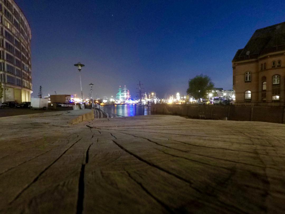 Der Hafen vom Sandkai aus gesehen an einem lauen Sommerabend.The harbour seen from Sandkai on a mild summer evening.#Hafen #Sandkai #Sommerabend #sommer #hafencity #elbe #wasser #fluss #hafenlichter #Harbor #Summer #evening #summer #harborcity #same #water #river #portlights #hamburg #hh #hh_lieben #hh_love