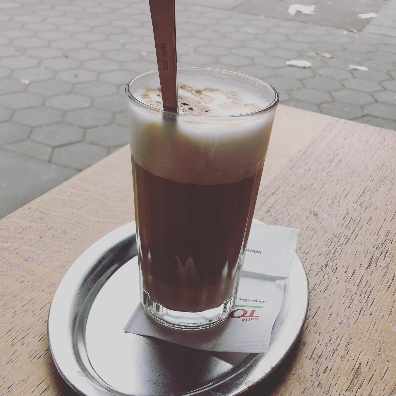 Einen schönen Milchcoffee zum Abend des Tages. #milchkaffee #eimsbush #eimsbüttel #cafe