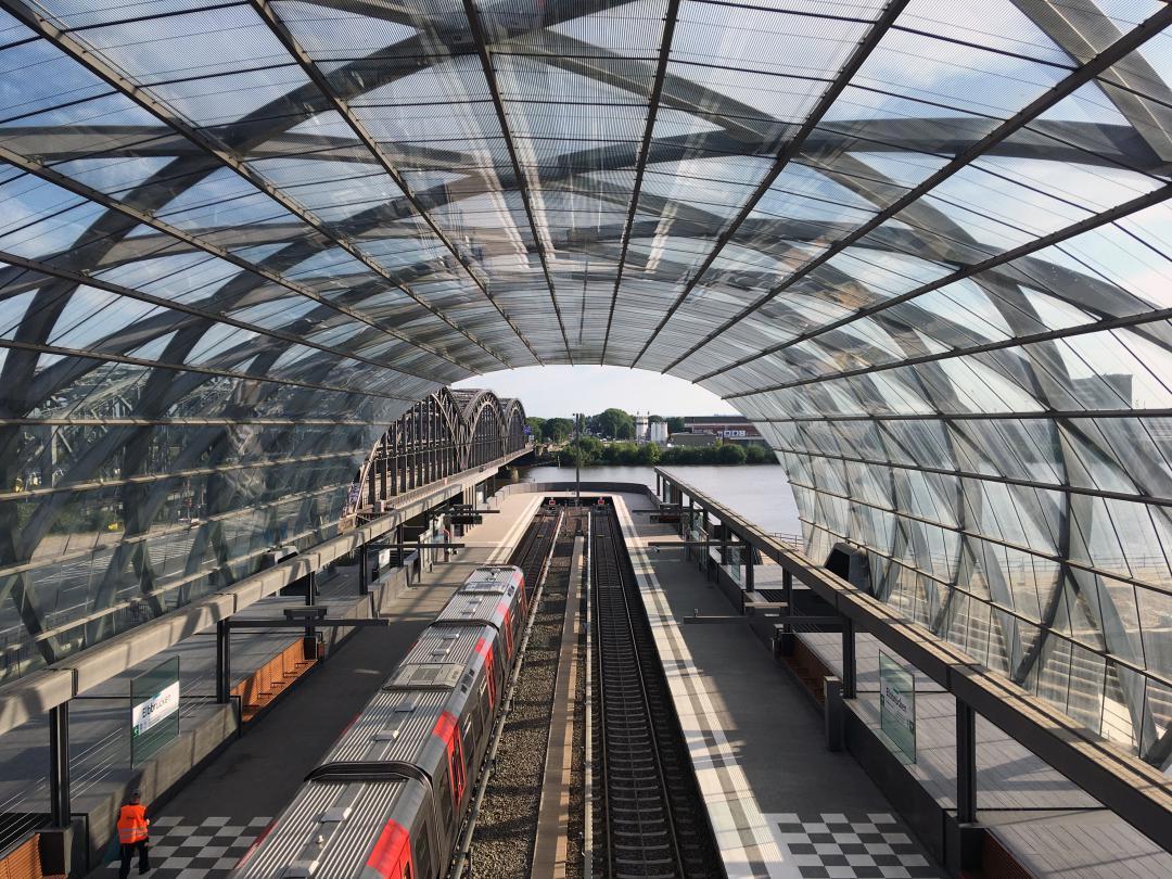 Ein Bild von der U-Bahn Station Elbbrücken.A picture from the subway station Elbbrücken.#bilder #ubahn #station #elbbrücken #wasser #elbe #hamburg #hh #hh_lieben #ubahnstation #pictures #subway #station #elbbrücken #water #hh_love #subwaystation