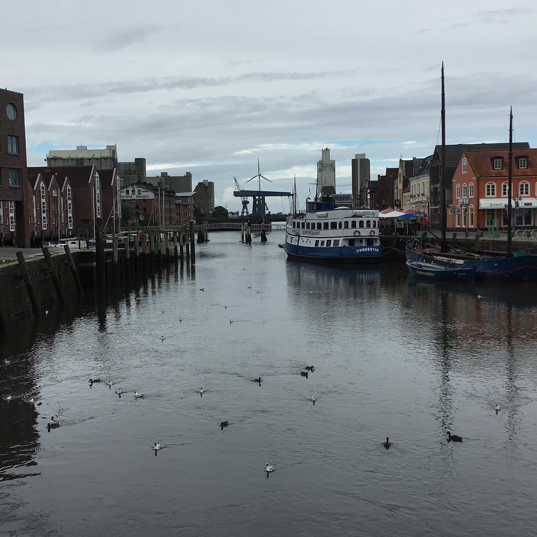 Husum HafenHusum Harbour#hafen #husum #husumhafen #harbour #wasser #water #ebbeundflut #ebbe #flut #enten #ducks #schiffe #ships